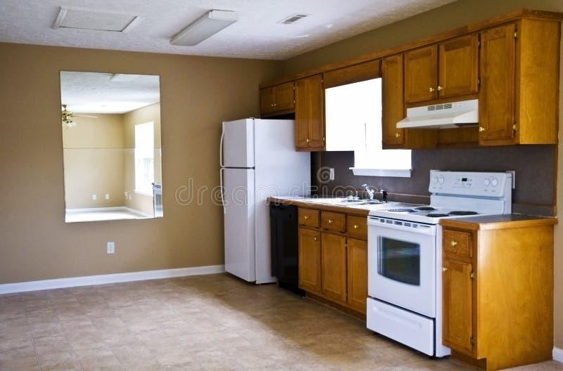 小紧凑房子的厨房 库存图片