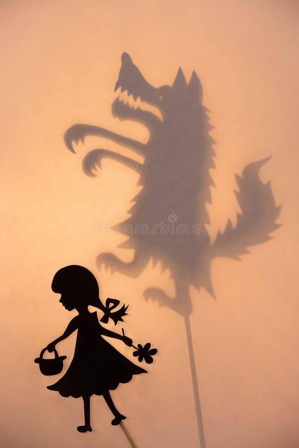 小红骑兜帽和狼阴影剧院显示 免版税库存图片
