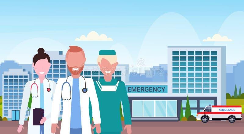 小组医生在一起站立在与医疗救护车的汽车的现代医院大厦的制服合作 向量例证