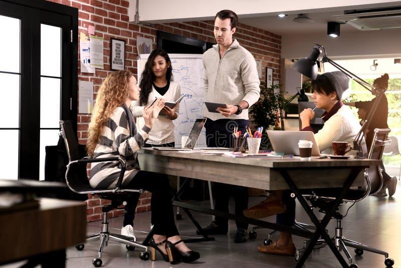 小组在创造性的事务的businesspersons 库存图片