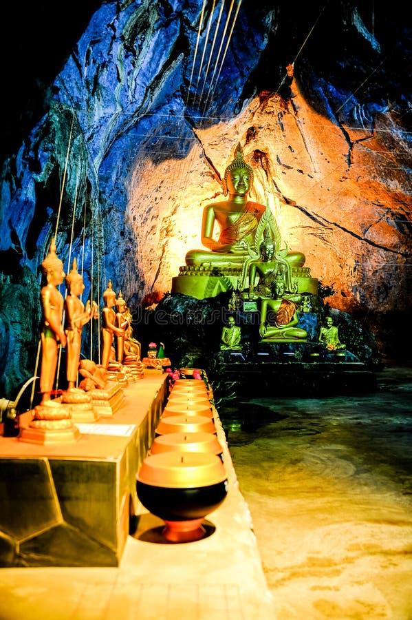 小组在洞的菩萨图象 库存照片