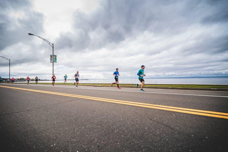 小组在直线之后的马拉松运动员 图库摄影