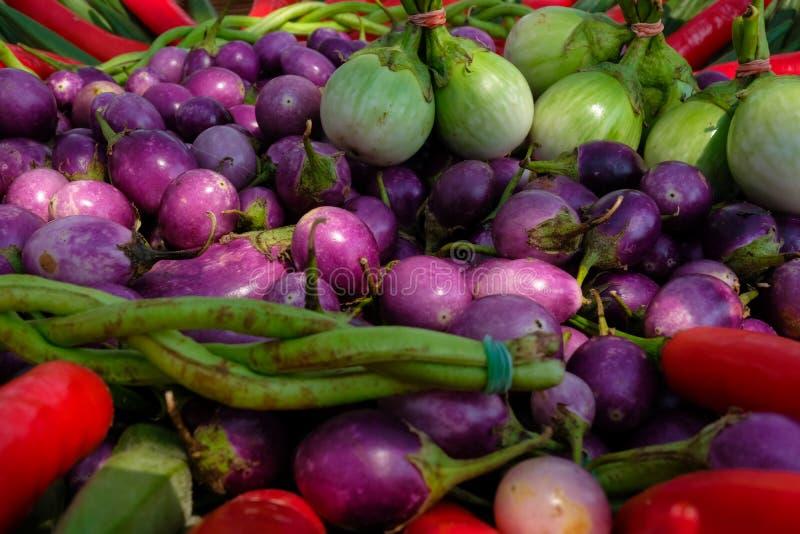 小组在篮子的五颜六色的菜 营养价值以健康 免版税库存照片