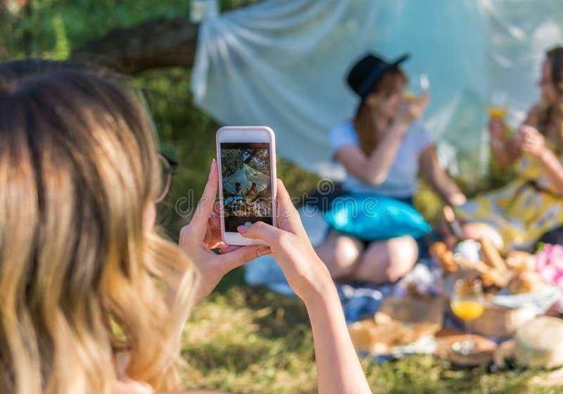 小组女朋友作为selfie照片 库存图片