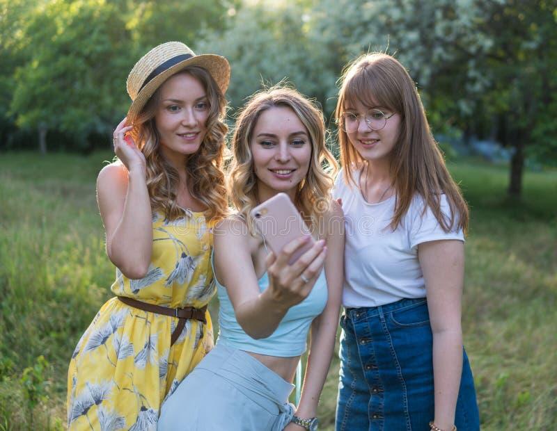 小组女朋友作为selfie照片 库存照片