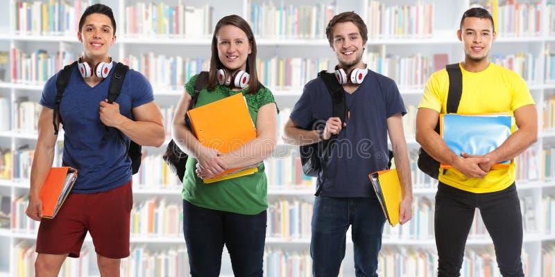 小组学生学习教育图书馆横幅年轻人 免版税库存照片