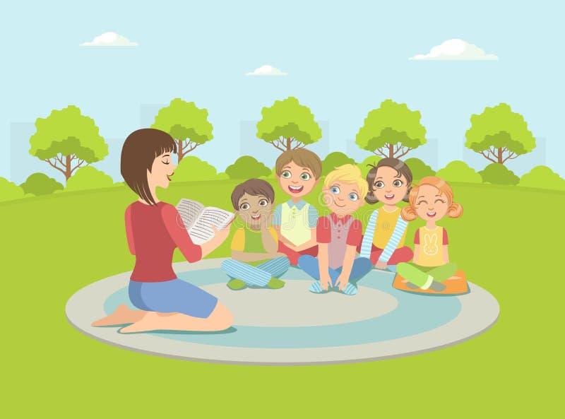 小组孩子坐格子花呢披肩户外,对他们的老师看书导航例证 皇族释放例证