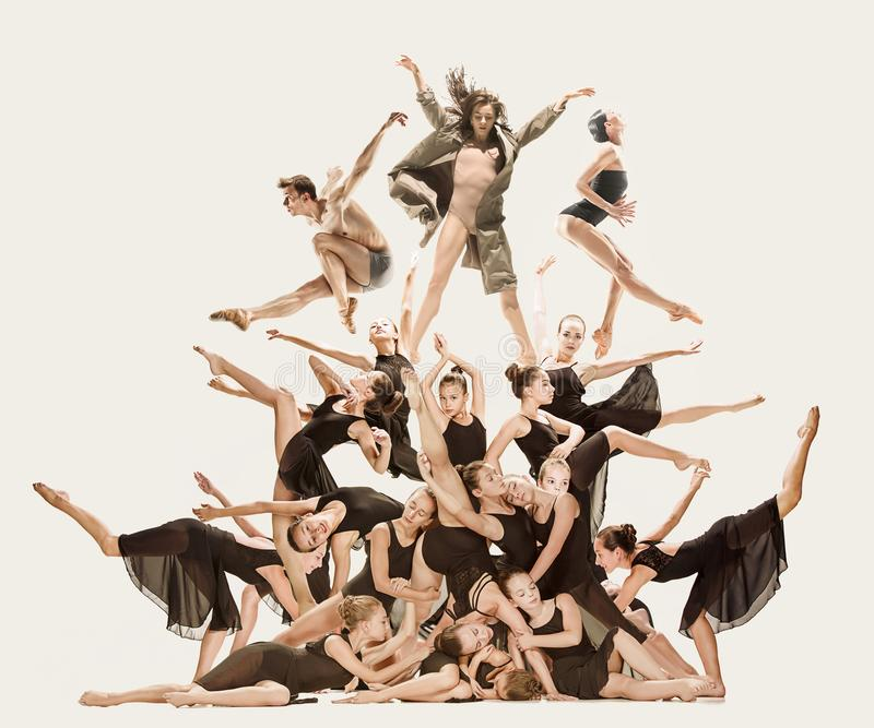 小组现代跳芭蕾舞者 免版税图库摄影