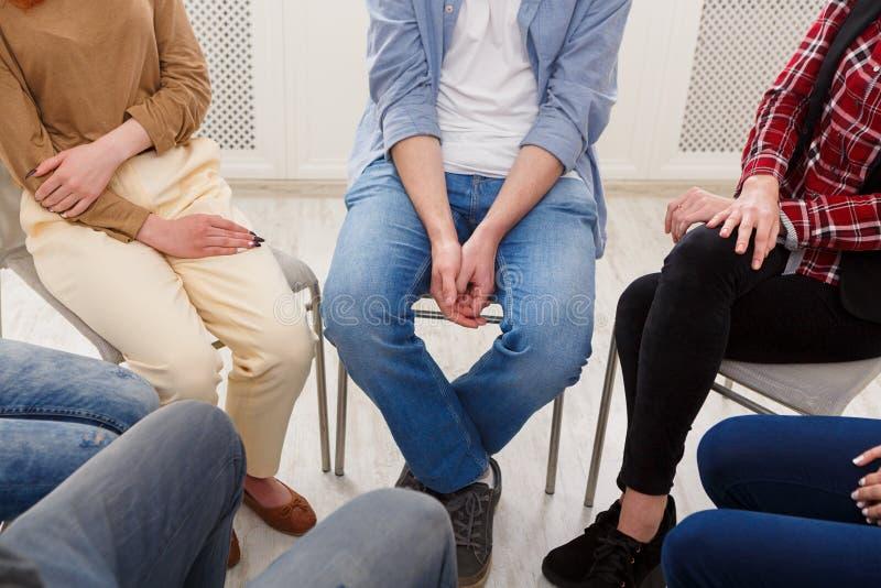小组疗法,心理学支持会议 库存图片