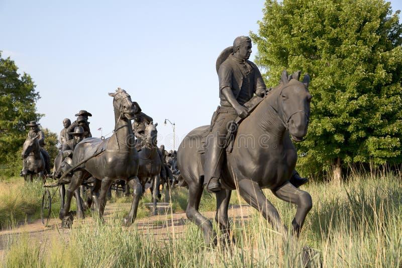 小组铜雕塑在百年土地跑纪念碑 免版税库存图片