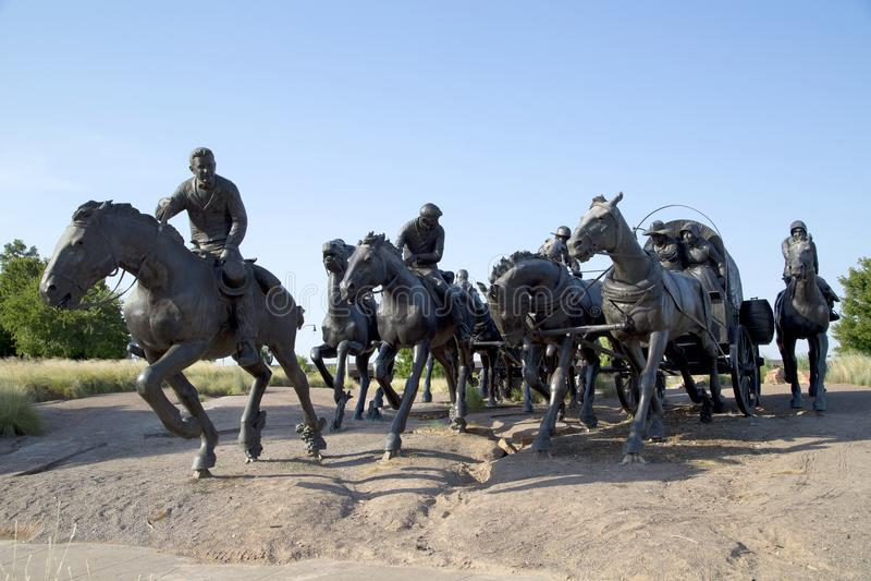 小组雕塑在百年土地跑纪念碑俄克拉何马 免版税库存图片