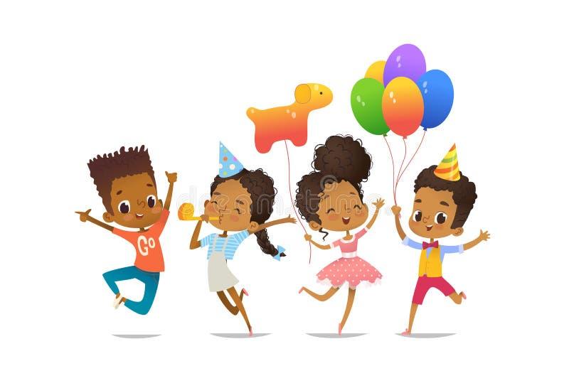 小组非裔美国人的愉快的男孩和女孩有愉快地跳跃用他们的手的气球和生日帽子的 库存例证