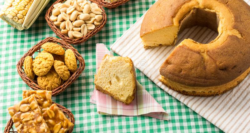小组Festa Junina,一个典型的巴西党食物:Pe de 库存图片