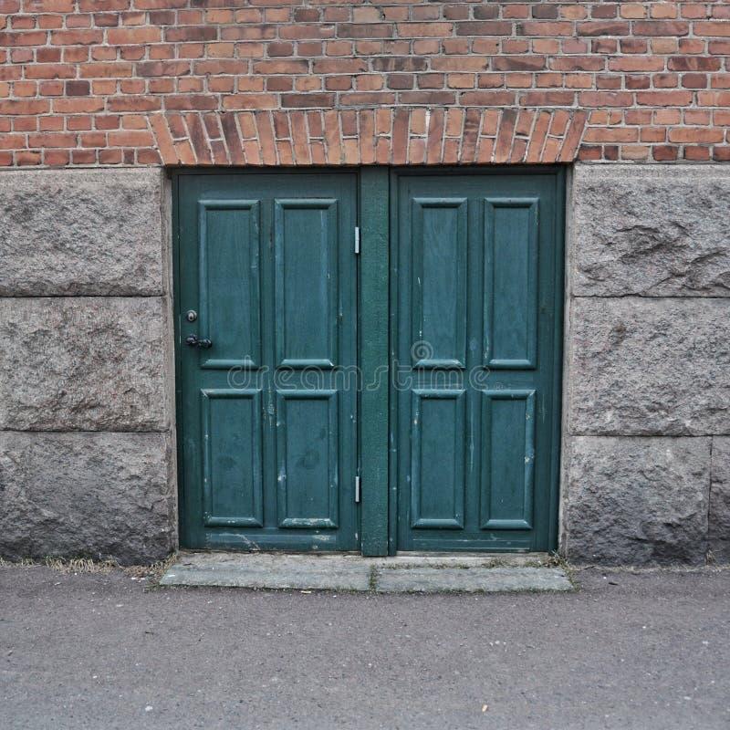 小绿色门在Åmål 免版税库存照片