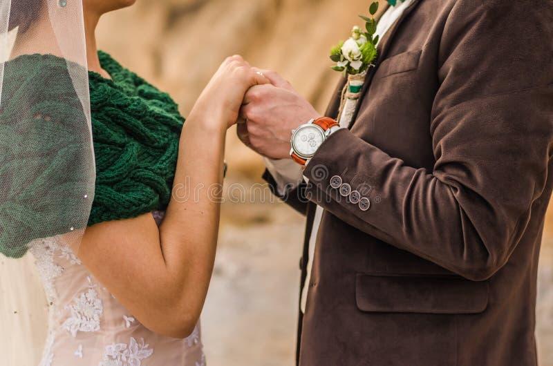 小美丽的新娘儿童的新郎 免版税库存照片