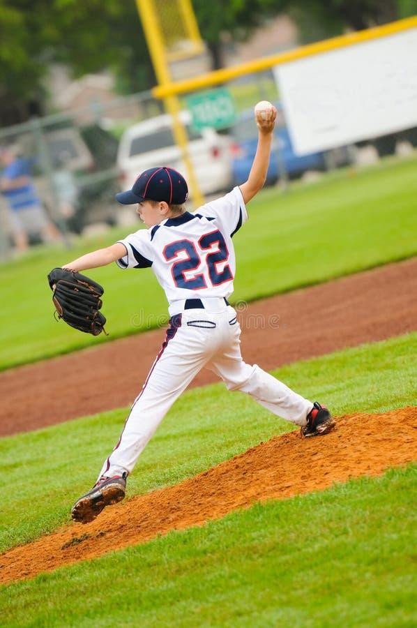 小职业棒球联盟棒球投手 免版税库存图片
