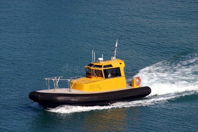 小船一试验拖轮 免版税库存照片