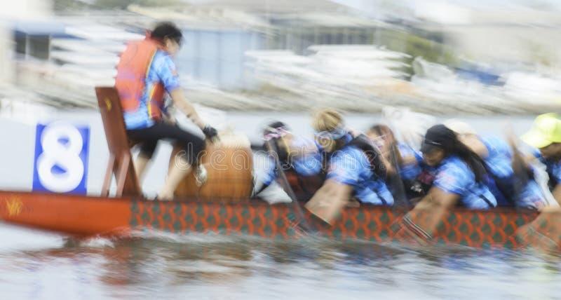 小船中国龙种族 免版税库存照片