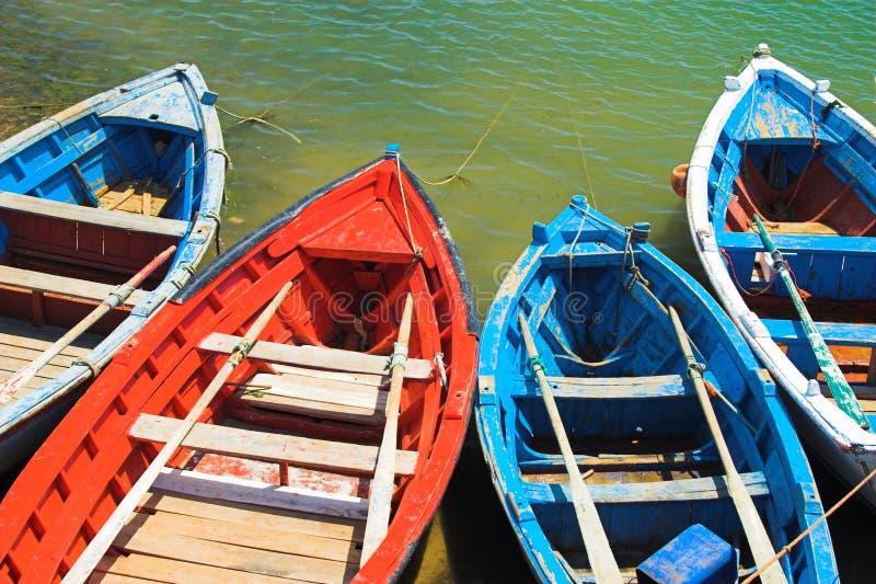 小船五颜六色的捕鱼 图库摄影