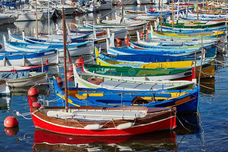 小船五颜六色的港口 库存图片
