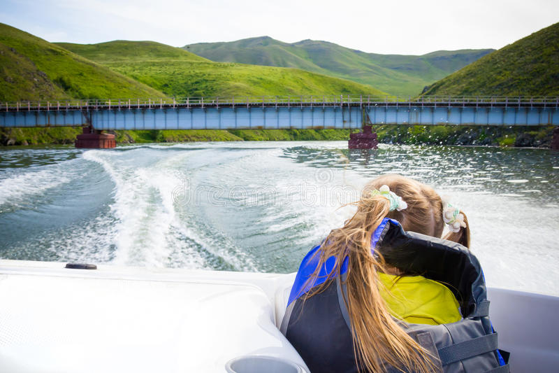 小船儿童旅行水 库存图片