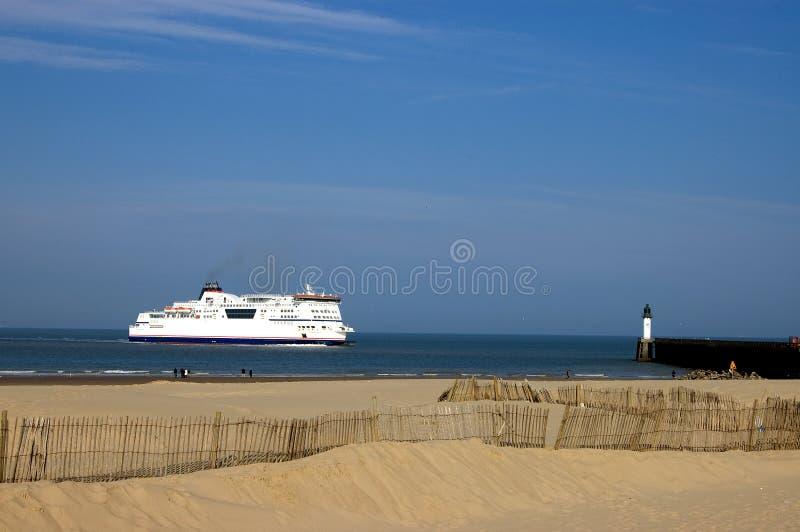 小船加来轮渡法国离开 免版税库存照片