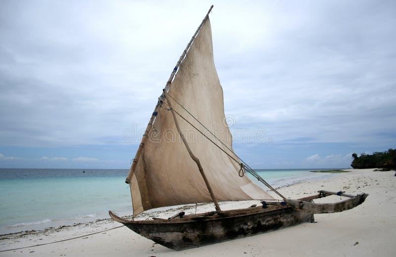 小船单桅三角帆船桑给巴尔 免版税图库摄影