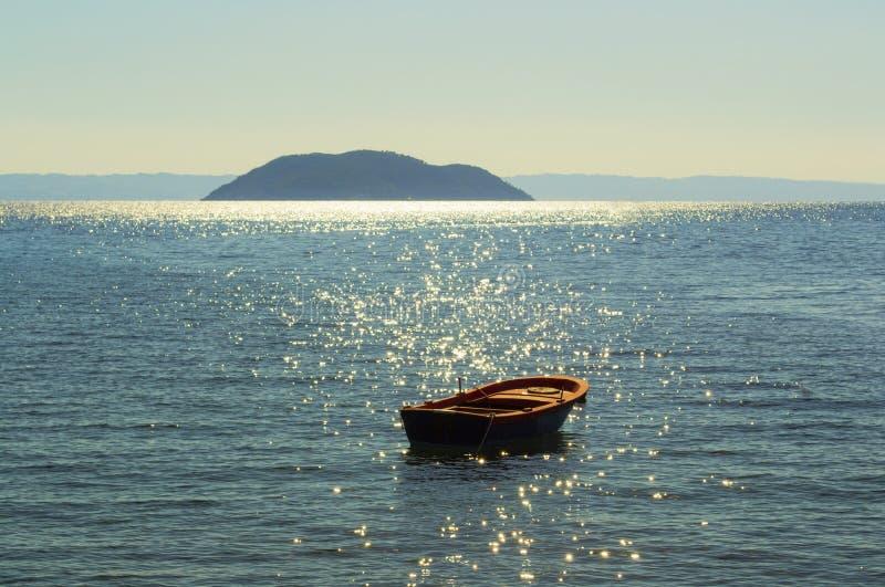 小船和地中海, Greese 免版税库存照片