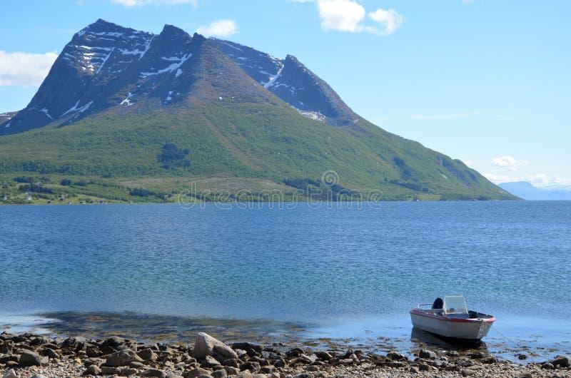 小船和山 库存照片