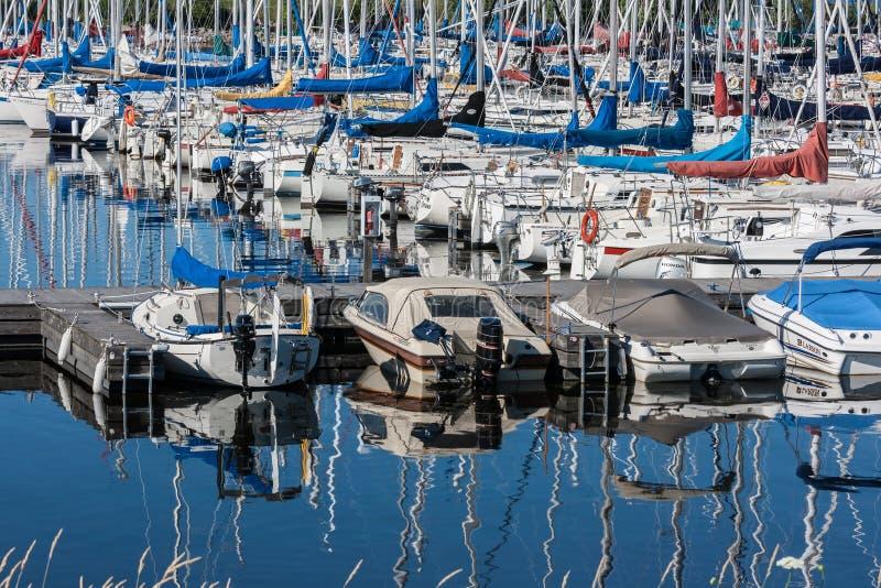 小船和游艇在Nepean航行俱乐部 免版税库存图片