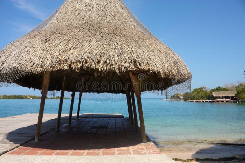 小船哥伦比亚海岛平台罗萨里奥 免版税库存照片