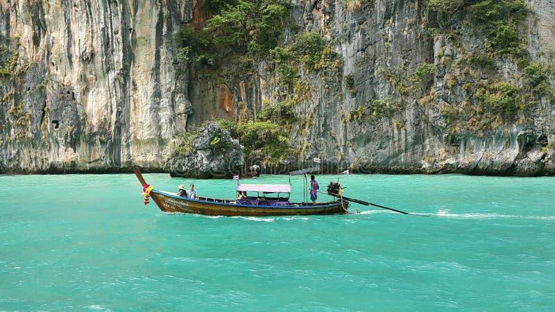 小船在海洋 免版税图库摄影