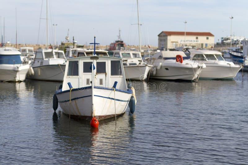 小船在海滨广场 免版税库存图片