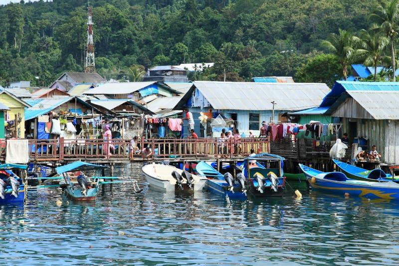 小船在渔夫村庄在曼诺瓦里 库存图片
