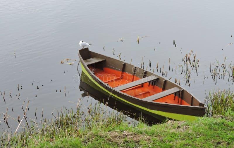 小船在湖,立陶宛 免版税库存照片