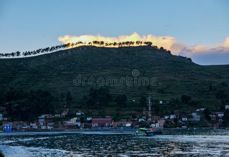 小船在科帕卡瓦纳,玻利维亚 库存照片