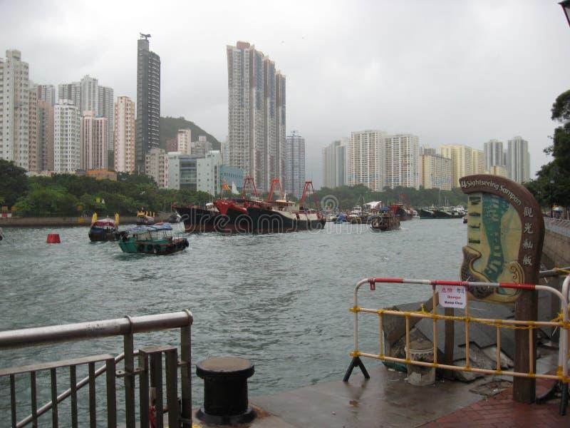 小船在风景阿伯丁港口,香港 免版税库存图片