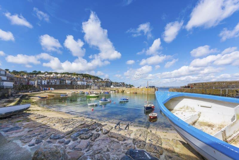 小船在鼠洞传统钓鱼海港 库存图片
