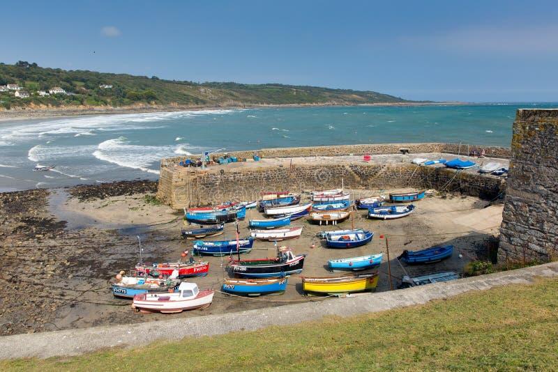 小船在Coverack怀有蜥蜴遗产海岸的西南英格兰康沃尔郡英国英国沿海渔村 库存照片