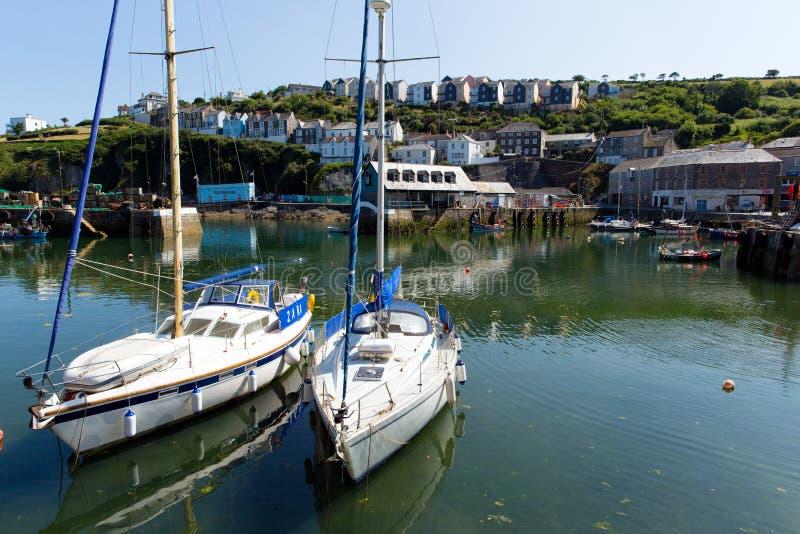 小船在Mevagissey港口康沃尔郡英国 免版税库存照片