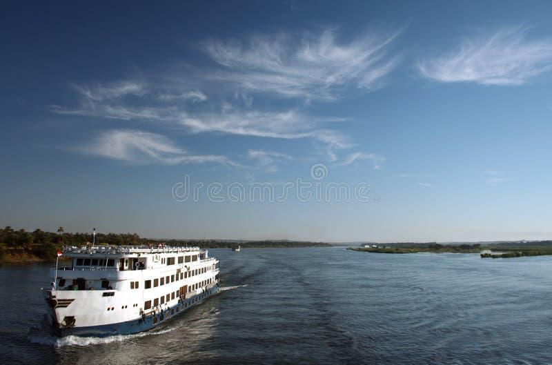 小船巡航埃及尼罗河 免版税库存图片