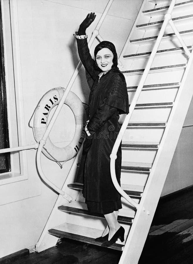 小船挥动的女性乘客(所有人被描述不更长生存,并且庄园不存在 供应商保单那里 图库摄影