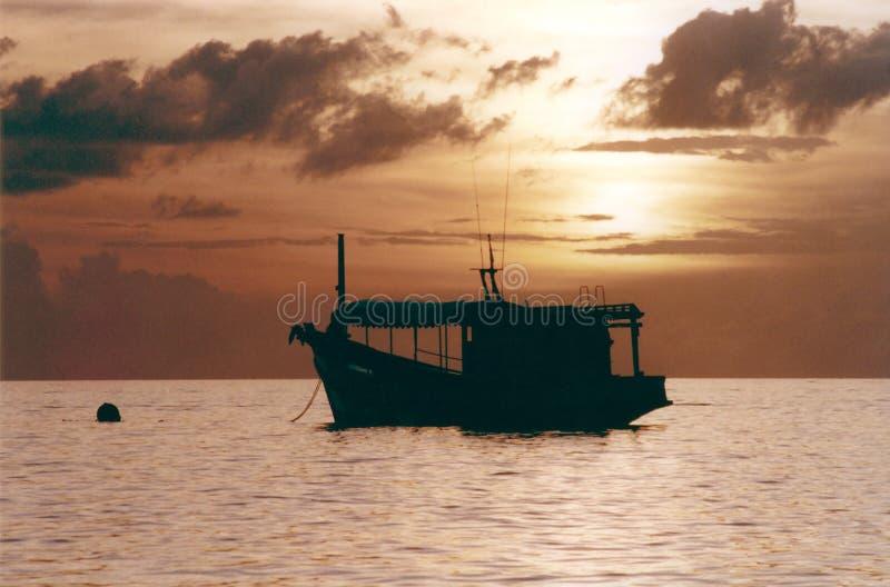 小船捕鱼日落 库存照片