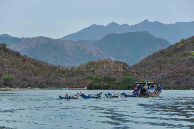 小船有蓬卡车在越南 免版税图库摄影