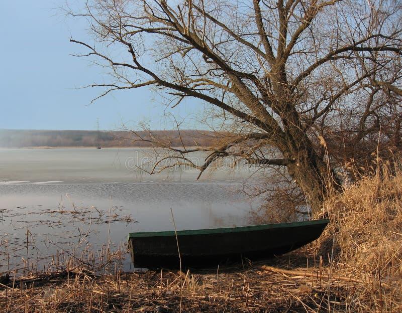 小船横向河春天 免版税图库摄影