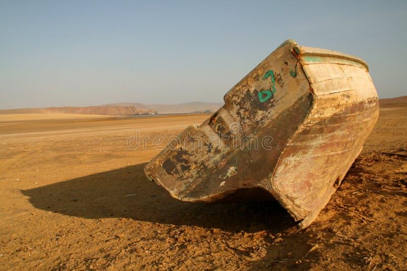 小船沙漠捕鱼 免版税库存图片