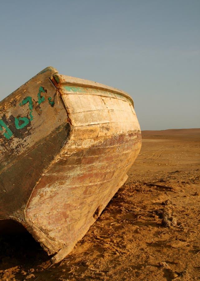 小船沙漠捕鱼 免版税库存照片