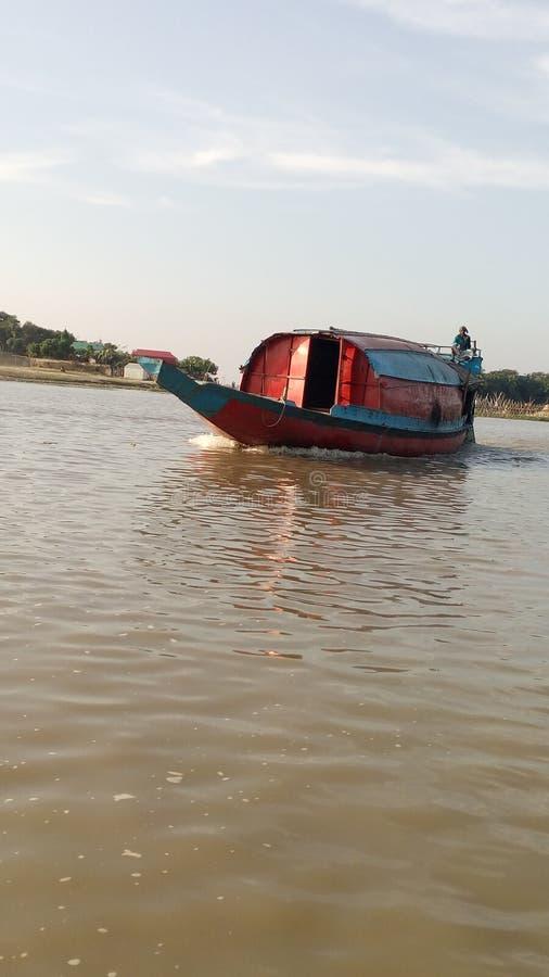 小船河船员小船自然秀丽 免版税库存图片