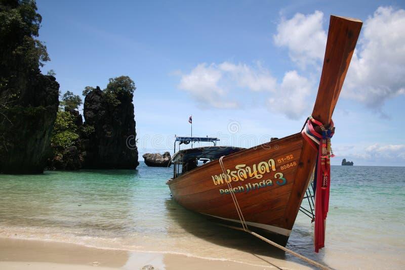 小船海滩在泰国 库存图片