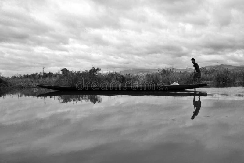 小船渔夫inle湖缅甸 免版税图库摄影